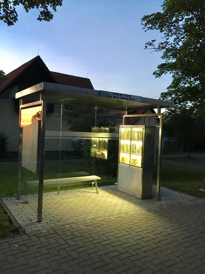 Улична библиотека на 15 км от Прага