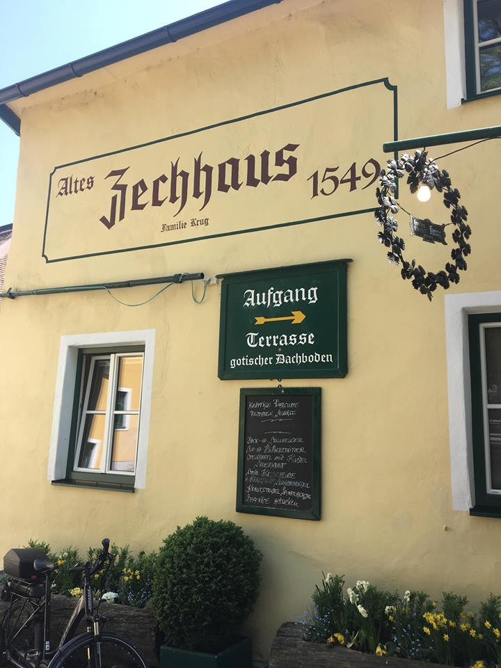 в Gumpoldskirchen (Гумолдскирхен) е развито лозарството и винарството