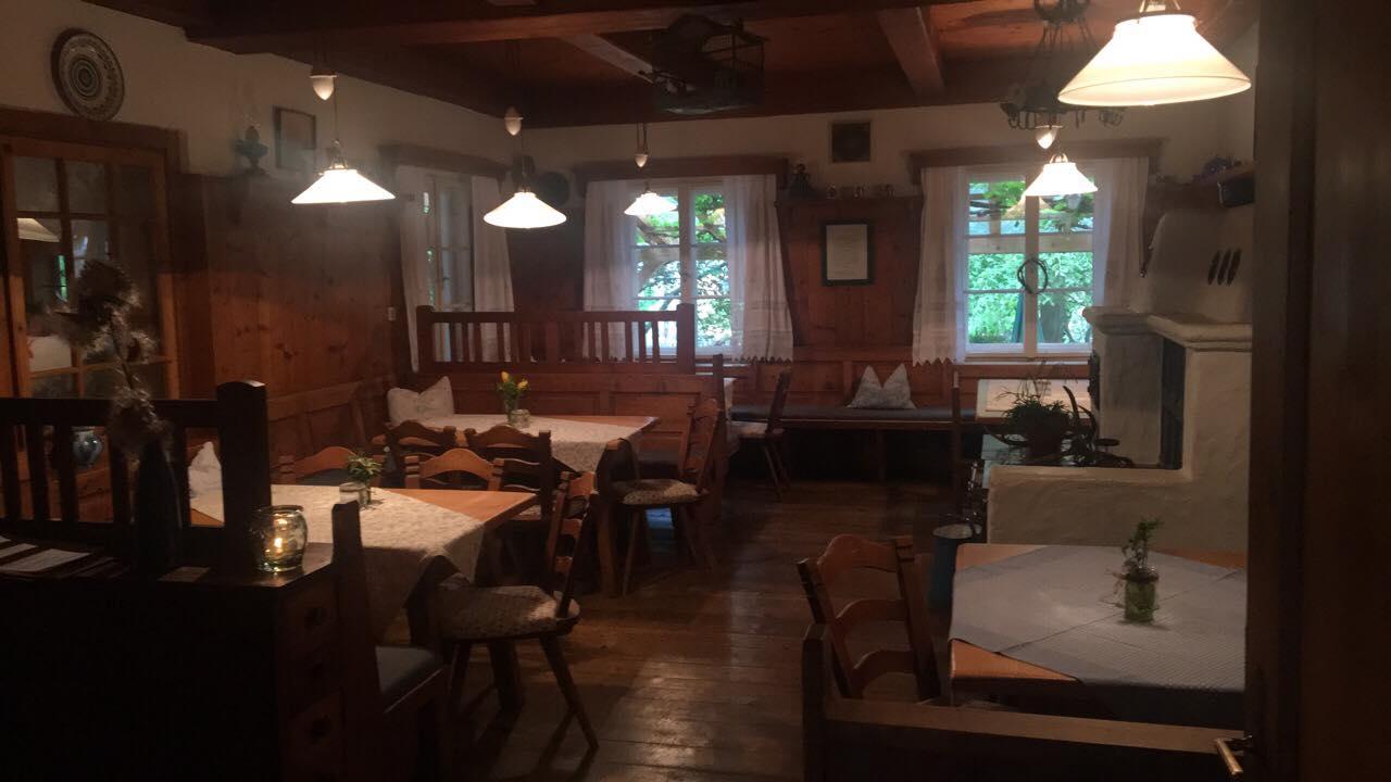 Ресторант-механа и къща за гости в Щирия